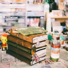 Good night world. #midoritravelersnotebook#diary#journal#midori#travelersfactory#文具#手帳#journaling#planneraddict#wreckthisjournal