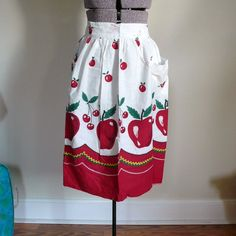 ADORABLE VINTAGE APRON / Handmade Apples and by SugarlilyVintage, $8.00