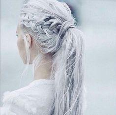 Si ya te aventuraste a pintar tu cabello de un lindo color diferente: | 20 Formas fáciles de peinar tu cabello con una cola de caballo