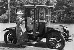 Detroit Electric car.