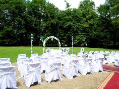 Ślub cywilny na zewnątrz Table Decorations, Weddings, Home Decor, Homemade Home Decor, Wedding, Marriage, Decoration Home, Dinner Table Decorations, Mariage