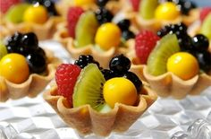 Fabulous Fruit Display - Fruit Pizza using puff pastry Individual fruit tarts. fruit containers using an old rustic farm basket cubed watermelon with feta cheese topping or other exotic combinations Fruit smoothies or purees Fruit Smoothies, Fruit Recipes, Healthy Recipes, Healthy Food, Fruit Snacks, Healthy Options, Fruit Appetizers, Healthy Alternatives, Do It Yourself Food