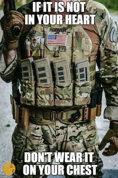 Multicam Pmag pouches The mags are backwards in the pouches in my opinion. Tactical Life, Tactical Vest, Tactical Survival, Survival Gear, Battle Belt, Camouflage, Armas Ninja, Airsoft Gear, Combat Gear