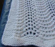 Questa copertina è stata lavorata con lana 100 % merinos . Con i ferri n. 4 avviare 122 m e lavorare per 3 cm a legaccio. Prosegui...