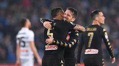 Il Napoli finalmente approfitta di uno stop della Roma, regolando l'Udinese nei secondi quarantecinque minuti con un tris.