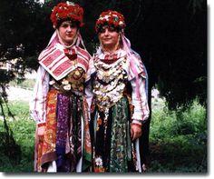 "самобитният местен обичай ""Буенек"" (Лазаруване) / the distinctive local custom ""Buenek"" (Lazaruvane), Bulgaria"