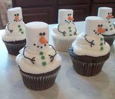Frosty the Snowman Cupcakes. Tons of really creative Christmas cupcake ideas! Cute idea vegans make vegan cupcakes and use vegan marshmallows! Noel Christmas, Christmas Goodies, Christmas Desserts, Holiday Treats, Christmas Treats, Holiday Recipes, Christmas Parties, Winter Parties, Holiday Foods