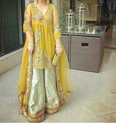 Haute spot for Indian Outfits. Pakistani Formal Dresses, Pakistani Wedding Outfits, Pakistani Dress Design, Bridal Outfits, Indian Dresses, Pakistani Mehndi, Bridal Mehndi Dresses, Eastern Dresses, Pakistan Fashion