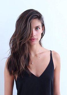 Loose, cool girl wavy hair inspo courtesy of Sara Sampaio