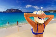 Disfrutar con los niños en la Playa de #lasConchas Relax garantizado #LaGraciosa #Lanzarote #IslasCanarias Relax, Beach Trip, Beautiful Beaches, Camping, River, Outdoor Decor, Blue, Lakes, The Beach