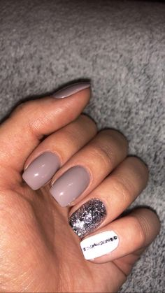 Semi-permanent varnish, false nails, patches: which manicure to choose? - My Nails Glam Nails, Cute Nails, Pretty Nails, My Nails, Shellac Nails, American Nails, Short Gel Nails, Finger, Dipped Nails