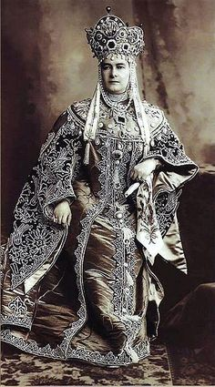 1903 ballgoer Grand Duchess Vladimir. She and the Empress did not get along.  While ostensibly on cordial terms with Alexandra's mother-in-law the Dowager Empress, they were certainly social rivals and maintained somewhat of an armed truce.