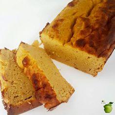 BUDIN PROTEICO DE CALABAZA ➡ Necesitas: 1 huevo - 4 claras - 1 taza de pure de calabaza (horneada) - 2 cdas de harina de almendras - 1 scoop de Whey protein sabor vainilla o 2 cdas mas de harina de almendras. - 1 chorrito de esencia de vainilla - 1 cdita de polvo para hornear - 6 sobres de sucralosa o stevia - canela (opcional) . Precalentar horno a 180 grados -Licuar todos los ingredientes. Colocarlos en una budinera. Si no es de silicona, engrasar con fritolim, hornear 40 min.