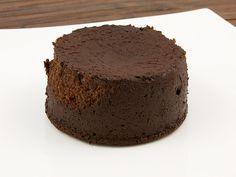 Gordon Ramsay's hot chocolate fondant, Gordon Ramsay's recipe for hot chocolate fondant, baked chocolate pudding recipe, chocolate fondant recipe