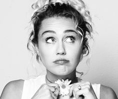 Miley Cyrus announced it would release a new album after the release of Malibu single, in some time ago. The album titled Younger Now will be released on ...