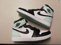 Jan 2020 - Post with 0 votes and 12465 views. Freezing Heat ❄️? Jordan Shoes Girls, Girls Shoes, Shoes Women, Zapatillas Nike Jordan, Nike Shoes Air Force, Sneaker Store, Aesthetic Shoes, Hype Shoes, Cute Sneakers