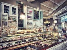 E adesso?!  - #buongiorno #colazione #lapatisserie #colazionetime #picoftheday #goodmorning #breakfast #vintage #pastry #instagood #instafood #foodlover #eat #delicious #yummy