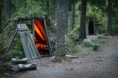 Hotel a contatto con la natura: capanne di tronchi e muschio  Albergo STF Kolarbyn Eco-Lodge di Skinnskatteberg, in Svezia
