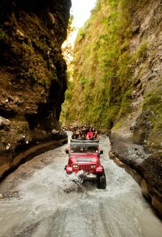 Hello, I'm french. All pictures of Jeep® are welcome. All photos of this Tumblr are recovered on the...