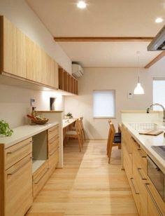 木の家で家族にゆとりと つながりのある暮らし Interior Design Kitchen, Interior And Exterior, Kitchen Decor, Wood Interiors, Japanese House, Kitchen Organization, Woodworking Crafts, Cupboard, Hardwood