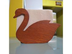 servilleteros de madera - Buscar con Google Small Woodworking Projects, Wood Projects, Wood Crafts, Diy And Crafts, Wooden Gifts, Paper Towel Holder, Scroll Saw Patterns, Wood Sculpture, Palette