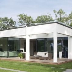 WeberHaus - Spacious and contemporary prefabricated bungalow with Bauhaus architecture Affordable Prefab Homes, Flat Roof House, Bauhaus Style, Bungalow Homes, Prefabricated Houses, Modern House Design, Home Builders, Architecture Design, Sustainable Architecture