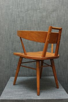 Dining Chair by Russel Wright for Conant Ball 1950s Furniture, Furniture Styles, Wood Furniture, Modern Furniture, Furniture Design, Mid Century Dining, Mid Century Chair, Eames Chairs, Dining Chairs