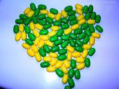 Doce coração verde e amarelo.