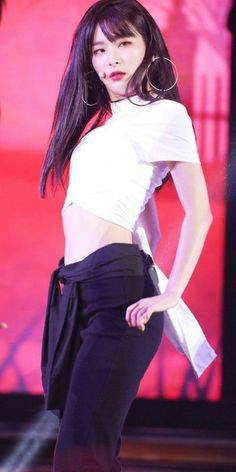 screenshot gallery of hottest popular celebrities Red Velvet Seulgi, Red Velvet Irene, Stage Outfits, Chic Outfits, Cara Delevingne, Demi Lovato, Korean Girl Groups, South Korean Girls, Most Beautiful Faces