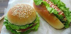 Συνταγές για μικρά και για.....μεγάλα παιδιά: Πως να κάνουμε ψωμάκια hotdog και burger εύκολα! Hot Dog Buns, Hot Dogs, The Kitchen Food Network, Food Network Recipes, Mousse, Hamburger, Tasty, Bread, Ethnic Recipes