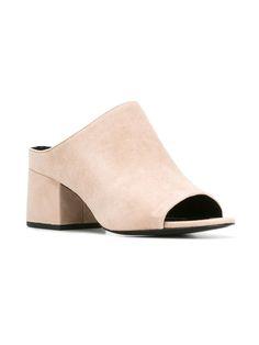 3.1 Phillip Lim 方形穆勒鞋