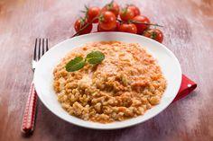 Il risotto al telefono si fa apprezzare per il fantastico abbinamento tra mozzarella e pomodoro, tanto da ricordare il sapore della pizza napoletana.