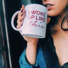 """Fim de semana sem hora pra acordar! 😍 Caneca I Woke Up Like This"""" no insta da @rafaronconi!  #umalojadecaneca #iwokeuplikethis #frases"""