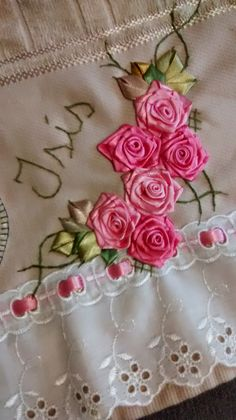 LOY HANDCRAFTS, TOWELS EMBROYDERED WITH SATIN RIBBON ROSES: TOALHA PARA BEBÊ