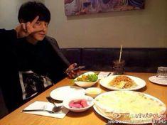 "EXO's Chanyeol had some time off, so he decided to visit his mother's restaurant ""Viva Polo"". Baekhyun, Park Chanyeol Exo, Kpop Exo, Chansoo, Chanbaek, Leeteuk, Seungri, Exo Korean, Korean Drama"