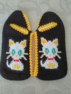 This Pin was discovered by Ays Booties Crochet, Crochet Slippers, Baby Booties, Socks And Sandals, Tunisian Crochet, Knitted Hats, Diy And Crafts, Projects To Try, Crochet Patterns