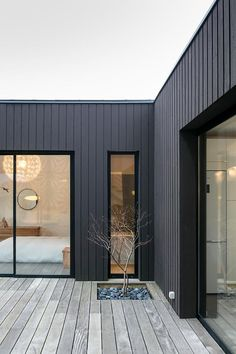 Best House Facade Minimalist Window IdeasBest House Facade Minimalist Window Ideas Ideas Exterior Cladding Ideas Facades Ideas Exterior Cladding Ideas Facades Building exteriorAwesome Modern House Design for Your Dream House House Cladding, Exterior Cladding, Facade House, Cedar Cladding, House Facades, Black Cladding, Stucco Exterior, Exterior Paint, Bathroom Accent Wall