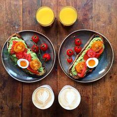 Στο blog «Symmetry Breakfast» θα δει κανείς εκατομμύρια πιάτα με φαγητά, θα πάρει ιδέες για το τι να συμπεριλάβει στο πρωινό του και θα θαυμάσεικαλλιτεχνικές φώτο και την απίστευτη συμμετρία της. Πραγματικά, ποτέ άλλωτε δεν μπορούσαμε να φανταστούμεπώς ένα πρωινό γεύμα θα μπορούσε να παρουσιαστεί με τέτοιο πρωτότυπο τρόπο.