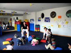 Clase de Yoga Infantil por Federico Gonzalez **Cancion del rey**