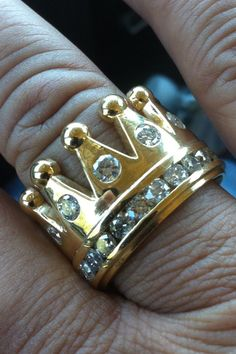 Gold 7.5 ct diamond mens crown ring #HipHopRingsDiamond Black Gold Jewelry, Bling Jewelry, Men's Jewelry, Gold Jewellery, Minions, Tiara Ring, Gold Chains For Men, Gold Crown, Luxury Watches For Men