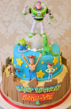 Toy Story Cake de 2 pisos con buzz lightyear encima