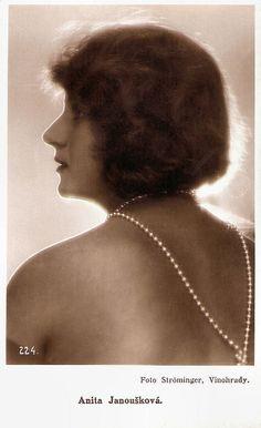 https://flic.kr/p/wfpECT   Anita Janousková   Czech postcard, no. 224. Photo: Ströminger, Vinohrady.   Anita Janousková or Anna Janová was a Hungarian actress was starred in more than a dozen Czech films in the late 1920s.  Anna Janousková was born in 1907 in Vienna, Austria-Hungary. She had a remarkably successful film career in the silent Czech cinema.