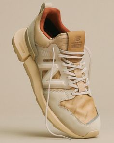 Auralee 携手 Tokyo Design Studio New Balance 推出联名系列 Best Running Shoes, Running Sneakers, Casual Sneakers, Casual Shoes, Shoes Sneakers, Sneakers Design, Men Casual, Adidas Design, New Balance Japan