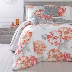Bring a pop of garden inspiration to your master suite or guest room with this lovely comforter set, featuring a bold floral motif.