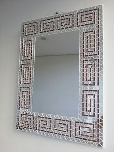 Pinned onto Untitled Board in Category Mirror Mosaic, Mosaic Diy, Mosaic Crafts, Mosaic Projects, Mirror Crafts, Diy Mirror, Mosaic Designs, Mosaic Patterns, Mirror Artwork