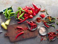 Guide to Chili Peppers Types Of Chili Peppers, Hot Pepper Recipes, Stuffed Hot Peppers, Food Pictures, Spice Things Up, Guacamole, Food Photography, Veggies, Favorite Recipes