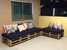 100 Pallet Sofa or Couch DIY Ideas for Outdoor and Patio Pallet Sofa, Pallet Furniture, Outdoor Furniture, Outdoor Decor, Diy Couch, Living Room Windows, Rustic Decor, Sweet Home, Room Decor