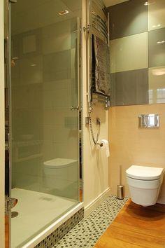 dotted floor bathroom