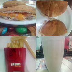 #comida #almoco #restaurante #lanchonete #FastFood #arabe #esfiharia #beirute #mortadela #maionese #queijo #cremely #cheddar #molho #vinagrete #ovo #frito #pao #sirio #suco #abacaxi #batata #fritas #XinGourmet #Habibs  Combo Beirute - Beirute Mortadela (Mortadela selecionada fatiada, maionese, Cremely, cheddar, vinagrete e ovo frito em um pão sírio delicioso) + suco de abacaxi + Batata pequena - R$21,90   em Habib's Centro de São Vicente.