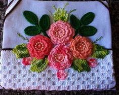 pano-de-copa-cesta-de-flores-barrados-em-croche Crochet Art, Crochet Flowers, Free Crochet, Crochet Patterns, Flower Embroidery Designs, Dmc Floss, Satin Stitch, Diy And Crafts, Knitting